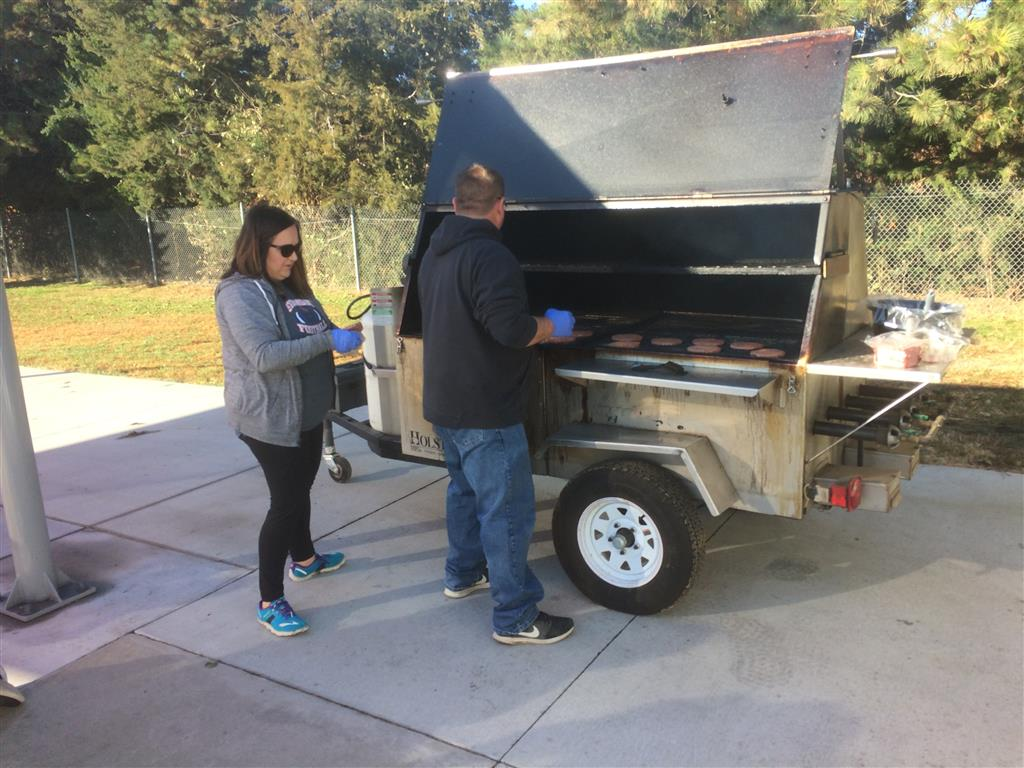 FFA PARENTS AND ALUMNI LOAD BURGERS ON THE GRILL